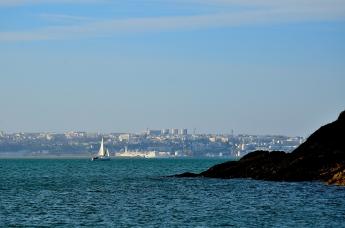 Brest vu de la pointe de l'Armorique.